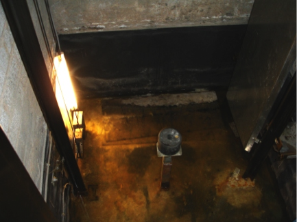 self adhesive bitumen sheet system applied to the wrong side of the lit pit! = inside instead of outside